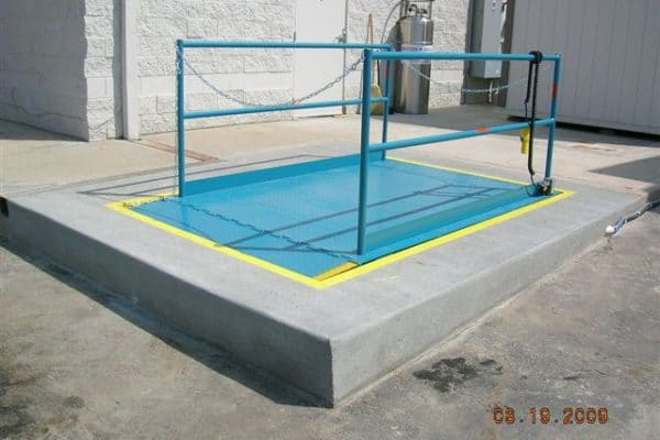 advance-lifts-pictures-recessed-dock-lift-1-600x400