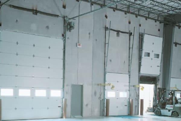 albany-doors-assa-abloy-overhead-sectional-door-birmingham-al-translift-loading-dock-equipment-1-600x400